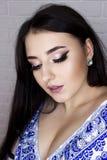 Maquillage pour la brune avec l'aspect oriental image libre de droits