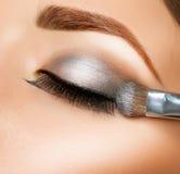 Maquillaje. Cepillo de la sombra de ojo Fotografía de archivo