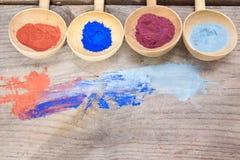 Maquillaje con el polvo mineral Imagen de archivo libre de regalías