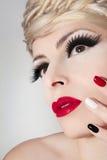 Maquillaje con los labios rojos Imagen de archivo libre de regalías