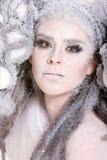 Maquillaje creativo y pelo en una muchacha de la manera imagenes de archivo
