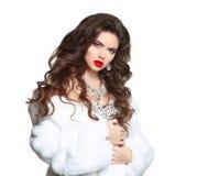 Maquillaje de la belleza Pelo largo Mujer hermosa en el visión blanco de lujo F Fotos de archivo