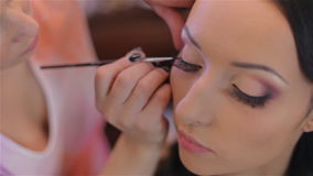 Maquillaje de la boda de la novia del artista de maquillaje almacen de video