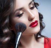 Maquillaje de la cara del retrato de la belleza de la mujer imagenes de archivo