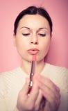 Maquillaje de Makeup.Professional. Lipgloss. Lápiz labial Imágenes de archivo libres de regalías