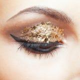 Maquillaje de oro del ojo Fotografía de archivo
