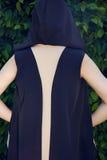 Maquillaje del brillo del sol del parque del paseo del vestido de la mujer que lleva atractiva hermosa Fotografía de archivo