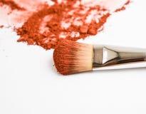 maquillaje del cepillo y polvo del colorete imagenes de archivo