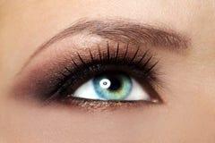Maquillaje femenino hermoso del ojo Fotos de archivo
