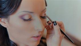 Maquillaje hermoso de la boda de la novia del artista de maquillaje metrajes