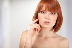 Maquillaje joven hermoso de la mujer Foto de archivo