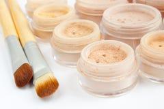 Maquillaje mineral multicolor, cepillos Imagen de archivo libre de regalías