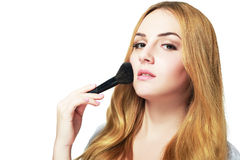 Maquillaje que aplica el primer imagenes de archivo