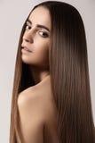 Maquillaje, salud Modelo hermoso con el pelo brillante largo Fotografía de archivo libre de regalías