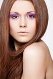 Maquillaje, salud. Modelo hermoso con el pelo largo Imagenes de archivo