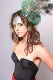 Maquillaje salvaje con una pluma del pavo real Foto de archivo libre de regalías
