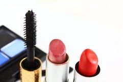 Maquillaje tubos de un lápiz labial Imagen de archivo