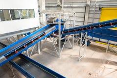 Maquinaria de cadena de las bandas transportadoras para disponer el estiércol vegetal Foto de archivo