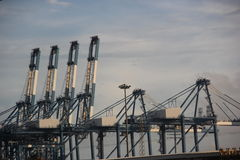 Maquinaria de elevación del puerto chiwan de ASIA CHINA Shenzhen Foto de archivo libre de regalías