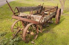 Maquinaria de exploração agrícola velha Imagens de Stock