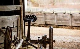 Maquinaria de granja antigua Imagenes de archivo
