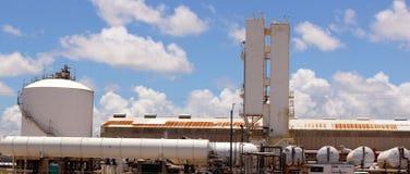 Maquinaria de la fábrica de productos químicos del amoníaco imagen de archivo