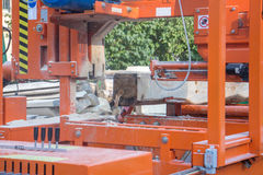 Maquinaria de madera industrial automatizada del corte Fotografía de archivo libre de regalías