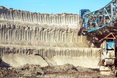 Maquinaria de mineração na mina fotografia de stock