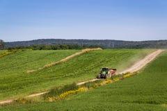 Maquinaria del tractor de la agricultura Imagen de archivo libre de regalías