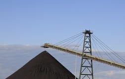Maquinaria do carregamento de carvão imagem de stock royalty free
