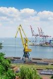 Maquinaria en puerto industrial Imagenes de archivo