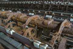 Maquinaria que aherrumbra en fábrica Foto de archivo