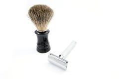 Maquinilla de afeitar de seguridad con una brocha de afeitar del tejón Imagen de archivo
