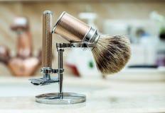 Maquinilla de afeitar y brocha de afeitar Fotografía de archivo