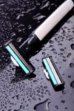 Maquinilla de afeitar y hoja de afeitar Imagen de archivo libre de regalías
