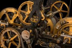 Maquinismo de relojoaria em um fundo preto fotos de stock royalty free
