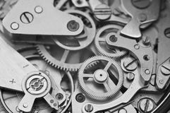 Maquinismo de relojoaria macro preto e branco do metal da foto Imagens de Stock Royalty Free
