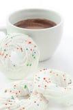 Marängar med varm choklad Royaltyfria Foton