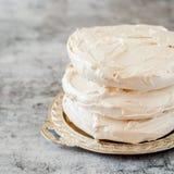 Maränglager för den Pavlova kakan royaltyfri foto