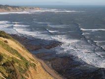Maré baixa ao longo da Costa do Pacífico em Marin County, Califórnia imagem de stock