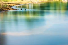 'maré baixa' colorido da linha costeira e do rio da praia da manhã Imagem de Stock Royalty Free