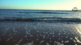 'maré baixa' e fluxo da ressaca na praia filme
