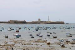 Marée basse à Cadix Photo stock