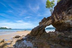 Marée basse de voûte de Phayam photo stock