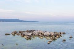 Marée basse outre de la côte de l'océan photographie stock libre de droits