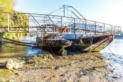 Marée basse sur la Tamise, Chiswick Images stock
