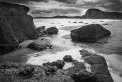 Marée circulant dedans sur la plage écossaise à distance Images libres de droits