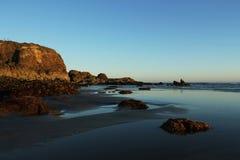 Marée inférieure à la plage Photo stock