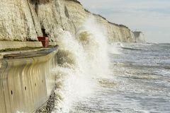 Mar áspero em Brigghton. Inglaterra fotografia de stock royalty free