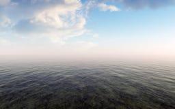 Mar abierto con el cielo nublado y Misty Horizon Foto de archivo libre de regalías